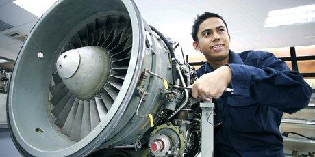 Aéronautique industrie maroc réacteur avion ouvrier technicien usine