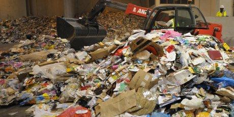 Centre de recyclage de cartons, papier et plastique à Paris