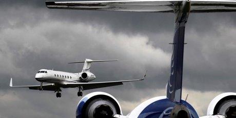 Les constructeurs d'avions face au defi de maintenir la valeur des modeles d'affaires