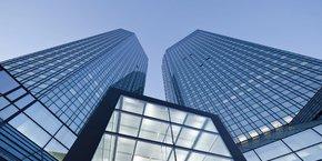 A Francfort, le siège de Deutsche Bank est voisin de la tour UBS près de l'Opéra.