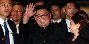 Pyongyang n'a pas officiellement reconnu l'économie de marché, ni créé un cadre juridique pour l'accompagner. Lors du dernier congrès du parti, Kim Jong Un avait dénoncé le vent immonde de la liberté bourgeoise, de la réforme et de l'ouverture qui souffle dans notre voisinage.
