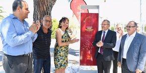 C. Delga (Région) et S. morant (Vinci Autoroutes) dévoilent le nouveau totem