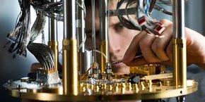 Créée en 1999, l'entreprise canadienne D-Wave a commercialisé ses premiers ordinateurs quantiques dix ans après et a levé en tout près de 200 millions de dollars.