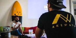 Julien Martel (à gauche) est l'un des trois fondateurs d'Akewatu dont le lancement commercial est intervenu au printemps 2017.