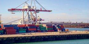 Le trafic maritime provenant d'Irlande et d'Écosse passe essentiellement par les ports britanniques de Liverpool, Southampton, Felixstowe et Douvres, pour arriver à Calais et Dunkerque (notre photo), avant éventuellement de repartir vers Zeebrugge, Anvers et Rotterdam.