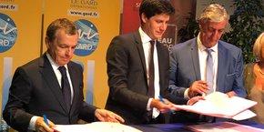 A. Weill (SFR), J. de Normandie (secrétaire d'État) et D. Bouad (CD30)