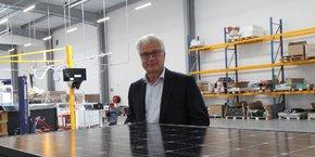 Pascal Janot, directeur de la stratégie et fondateur de Systovi, désormais détenue à 95 % par le CETIH et à 5 % par le logisticien IDEA group. Pour lui, fortement concurrencée par l'Asie, la France ne compterait plus aujourd'hui que 5 à 6 fabricants de panneaux solaires.