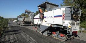 Eurovia, Vinci Autoroutes et Marini-Ermont ont présenté le premier kilomètre d'autouroute issue à 100 % de matériaux recyclés sur la section Pons-Saint-Aubin de l'A10, en Gironde.