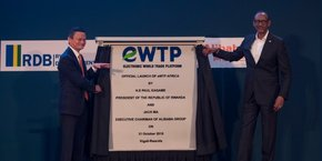 Jack Ma et Paul Kagame lors du lancement officiel à Kigali de la Plateforme mondiale de commerce électronique, eWTP.