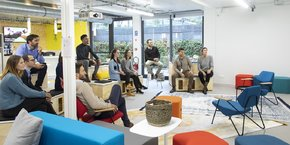Inauguré le 8 novembre 2018, ce laboratoire aux allures de startup veut accompagner les salariés d'Air France dans la transformation digitale de la compagnie.