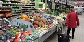 Si le prix des aliments bio continue de constituer un frein, son impact baisse: en 2020, 73% des personnes interrogées considèrent que les produits biologiques sont trop chers, contre 80% l'année précédente.