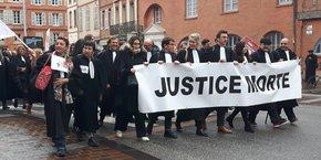 Avocats et magistrats ont défilé dans les rues de Toulouse ce mercredi 12 décembre.