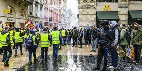 Le cortège des Gilets jaunes, le samedi 19 janvier 2019, rue Sainte-Catherine, à Bordeaux.