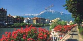 Pour attirer les touristes, Grenoble mise sur son cadre exceptionnel, ses modes de déplacements doux et ses atouts culturels