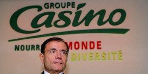 L'homme d'affaires Jean-Charles Naouri contrôle Casino via une cascade de holdings, dont Rallye.
