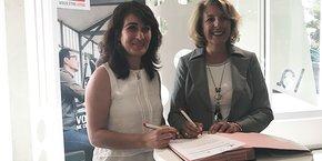 Virginie Normand (Caisse d'Epargne LR) et Maryam Bini (French Tech Méditerranée) ont signé un partenariat le 20 juin.