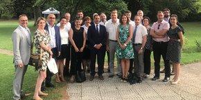 Les partenaires industriels et institutionnels de Cleantech Booster, entourant plusieurs des dirigeants sélectionnés