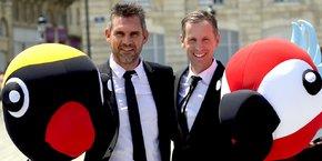 Jocelyn Gourvennec et Aidan O'Brien, avec deux des mascottes de la startup gloo