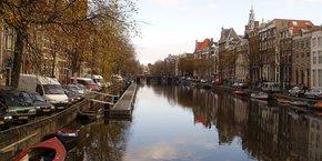 Amsterdam l'a emporté après tirage au sort, ont précisé des sources diplomatiques à l'AFP et Reuters.