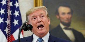 Donald Trump, le 22 août 2019, fait un discours à la Maison-Blanche devant un portrait d'Abraham Lincoln, 16e président des États-Unis qui a dirigé le pays à l'un des pires moments de son histoire, la guerre de Sécession.