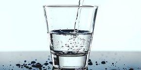 Les nanofeuilles rendues hydrophobes permettraient de filtrer 90 % des micropolluants.