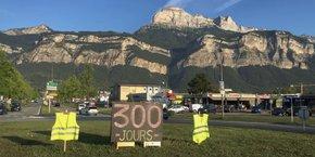 Déjà plus de 300 jours de mobilisation. 'On ne lâche rien' : pour de nombreux gilets jaunes, la lutte ne s'est pas essoufflée.