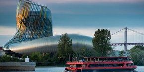 La Cité du Vin reste une signature architecturale forte des nouveaux Bassins à flot.