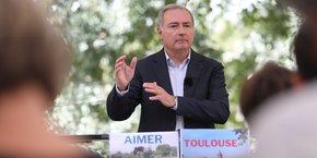 Sa liste du nom Aimer Toulouse rassemblera 50% de personnes non encartées à un parti politique.