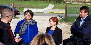 Yannick Jadot, invité par les entreprises partie prenante du projet, a visité le site MIREIO, qui met en oeuvre une solution innovante de rénovation énergétique du bâtiment (à ses côtés : Agnès Langevine et Clothilde Ollier).