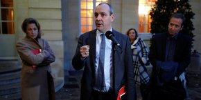 Je suis prêt à discuter, évidemment qu'on va discuter, a déclaré Laurent Berger, plaidant pour retrouver le chemin du dialogue. Mais, a-t-il averti, vouloir être constructif, ça ne veut pas dire se laisser marcher dessus. (Photo d'illustration : le secrétaire général de la CFDT s'exprime devant la presse le 25 novembre 2019 à Paris, au sortir d'une réunion à à Matignon avec le Premier ministre)