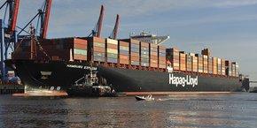 Le porte-conteneurs Hamburg Express au port de Hambourg.