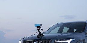 Dotée d'un signal multispectral, la caméra (ci-dessus, dans une version expérimentale) mise au point par Outsight pourrait équiper les voitures autonomes. Une ligne de production doit voir le jour d'ici à 2021 grâce à une récente levée de fonds de 18millions d'euros.