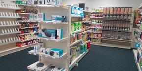 C'est tout l'univers d'un supermarché qui est reconstitué au sein de cet espace de 35m2 intégré à l'école, avec près de 11 familles de produits ainsi que des équipements high tech (bornes et étiquettes connectées, caméras, enceintes sonores, etc).