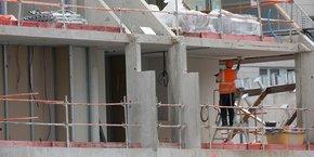 Un an après les élections municipales et un an et demi après le début de la pandémie mondiale de Covid-19, les acteurs de la filière invoquent la baisse drastique de la production de logements et des projets d'aménagement urbain qui fait peser un grand risque sur les emplois de la filière du bâtiment et de l'immobilier.