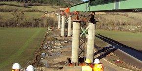 Cet ouvrage de 323 m sera le 1er pont routier en France à intégrer le principe dit de double action mixte