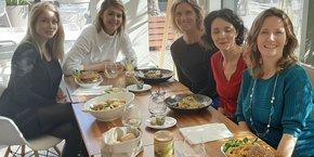 Cinq des neuf fondatrices de LM'Power, dont Nadège Esteban (à droite)