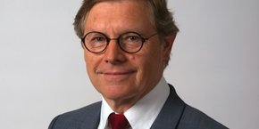 Jean-Paul Babey, par ailleurs président d'Alptis Assurances, est le président du Cluster Assurance. Il regroupe 28 membres pour 15 000 salariés dans la région Auvergne-Rhône-Alpes.
