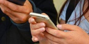 L'exécutif pourrait s'inspirer d'une appli utilisée à Singapour, appelée TraceTogether. Sa principale caractéristique : elle ne nécessite pas de siphonner les données de géolocalisation des smartphones.