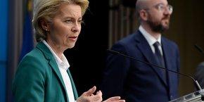 La présidente de la Commission européenne Ursula Von der Leyen et le président du conseil européen Charles Michel.
