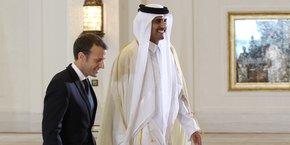 Emmanuel Macron invité de l'émir du Qatar cheikh Tamim ben Hamad al-Thani.