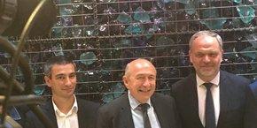 Gérard Collomb entouré de Yann Cucherat (à gauche) et François- Noel Buffet (à droite). Ils porteront la nouvelle liste commune à la ville et à la métropole de Lyon.