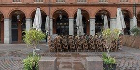 Les bars (et restaurants ?) de Toulouse (voire plus ?) devront fermer leurs portes dès 22 heures, à partir du 28 septembre.