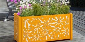 En Lozère, France Résille lance une nouvelle gamme de produits qui réoriente son modèle économique vers le marché de la décoration.