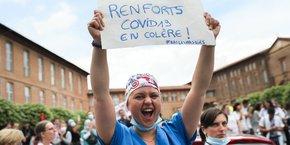 En première ligne durant l'épidémie, les soignants ont défilé à Toulouse pour demander de la considération et une revalorisation de leurs salaires.