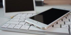 La durée de vie d'un smartphone est estimée à seulement 23 mois, selon un rapport du Sénat réalisé par la mission d'information sur l'empreinte environnementale du numérique.