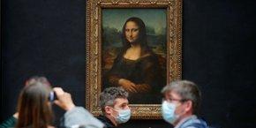 La Joconde attend lundi ses premiers visiteurs après trois mois de fermeture du musée du Louvre.