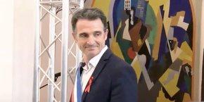 L'écologiste Eric Piolle a été réélu largement à la tête de Grenoble pour un second mandat de six ans, au cours d'une séance d'installation néanmoins ponctuée par les prises de parole de son principal opposant, l'ex-maire de droite Alain Carignon.