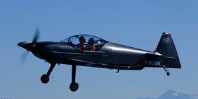 L'avion de voltige Integral R a fait son premier vol depuis Francazal.