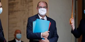 Mardi matin, l'exécutif, hormis les reconfinements localisés évoqués par Jean Castex hier, envisagerait une autre piste radicale : des couvre-feux territorialisés, qui seraient mis en place dans les zones les plus touchées par le coronavirus.
