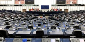 La session plénière du Parlement européen a débuté à Strasbourg en présence de dix députés seulement, en raison de la crise sanitaire.